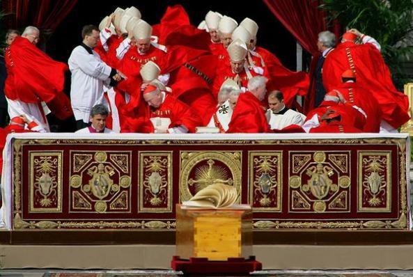 El automóvil, propiedad del cardenal y bibliotecario emérito de la Iglesia católica Jorge María Mejía, había sido llevado días antes de la incautación, que tuvo lugar el domingo, a un taller para una revisión técnica.