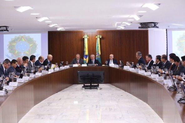 Presidente interino Michel Temer comanda primeira reunião ministerial.